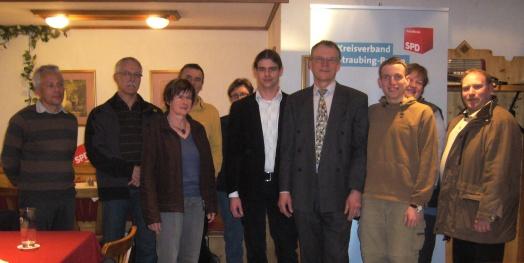 Kreisrat Fritz Fuchs (4. v.r.) leitet den neu gegründeten überparteilichen Umweltarbeitskreis der Landkreis-SPD